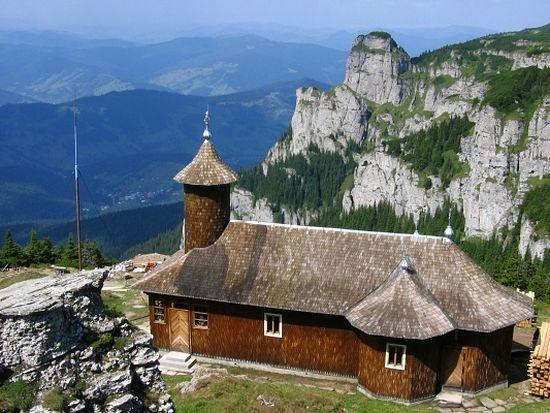 Гора Чахлэу, во все века скрывавшая от гонений румынских отшельников