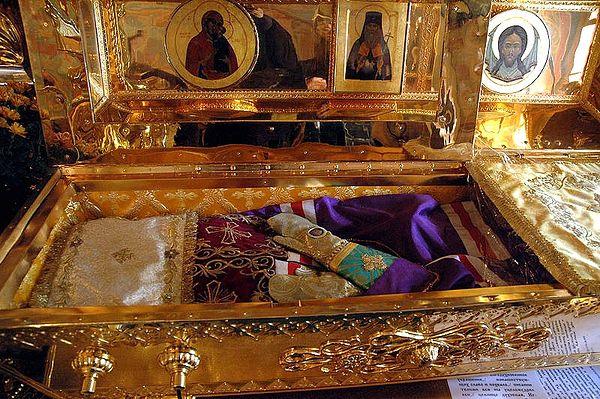 У главној манастирској цркви, Ваведењској, где су мошти Светог Игњатија