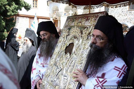 Крестный ход с чудотворной иконой Божией Матери «Достойно есть» на Афоне. Фото: Виталий Кислов / Православие.Ru
