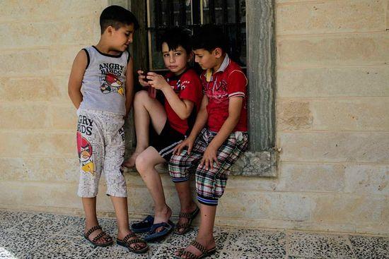 Увидят ли эти дети свои дома? И выживут ли в котле новой войны, закипевшей на их родине?