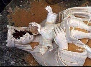 Разбитая статуя