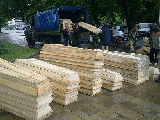 Луганск. Гробы для участников конфликта