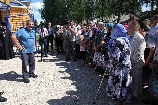 С прихожанками. Фото: prav.tatarstan.ru