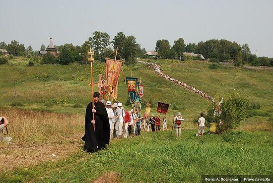 Выход Иринарховского крестного хода из Ивановского-на-Лехте Фото: Антон Поспелов / Православие.Ru