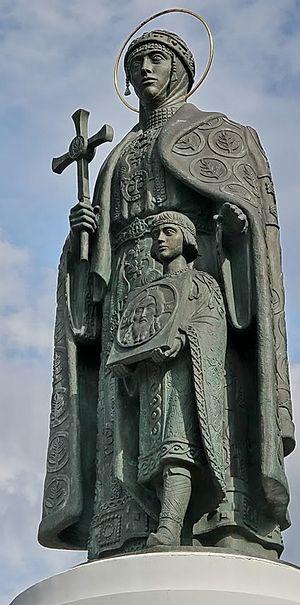 Памятник святой равноапостольной княгине Ольге во Пскове. Скульптор В. Клыков