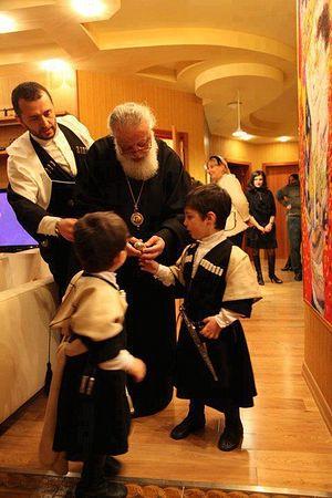 Илия II с детьми