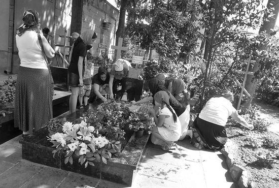 На могилке у схиархимандрита Виталия (Сидоренко)