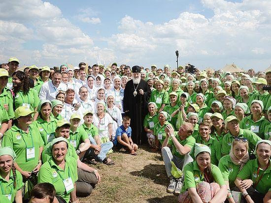 Святейший Патриарх Кирилл с волонтерами