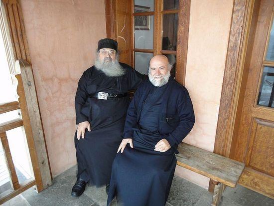 Отец Феона (на фото слева)