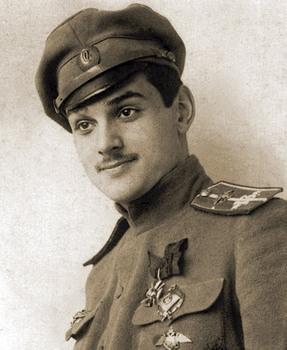 Корнет Юрий Владимирович Гильшер, летчик-ас. Добровольцем ушел на Великую войну вскоре после ее начала. Погиб 7 июля 1917 года