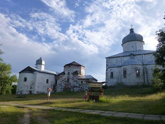 Кий-Остров. Каменные соборы Крестного монастыря