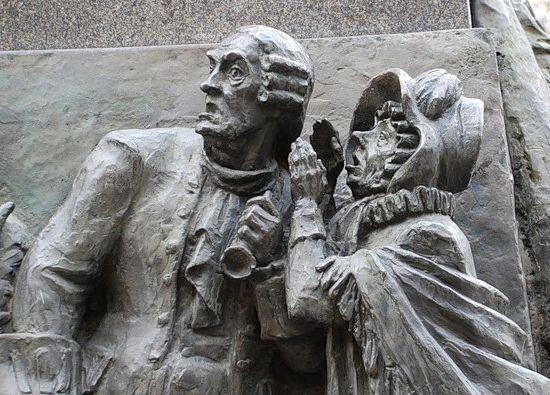 Фрагмент памятника Грибоедову