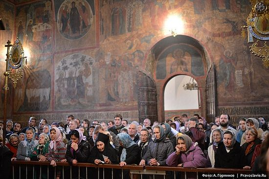 У храму Свете Тројице у Тројице-Сергијевој Лаври. Фото: А. Горјаинов / Православие.Ru