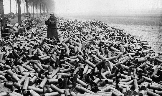 Первая мировая война. Отстрелянные гильзы от снарядов