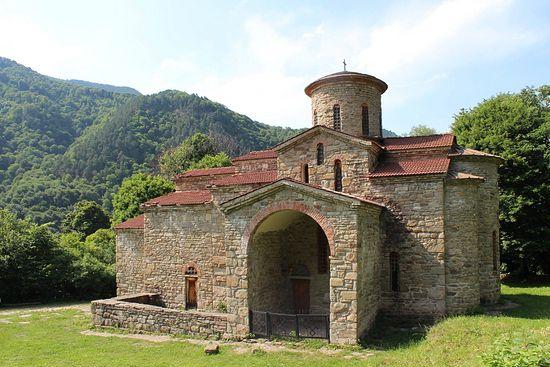 Свято-Георгиевский собор в Нижнем Архызе