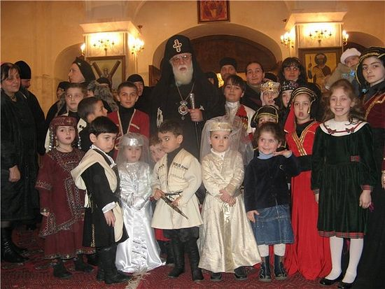Католикос Илия II с детьми