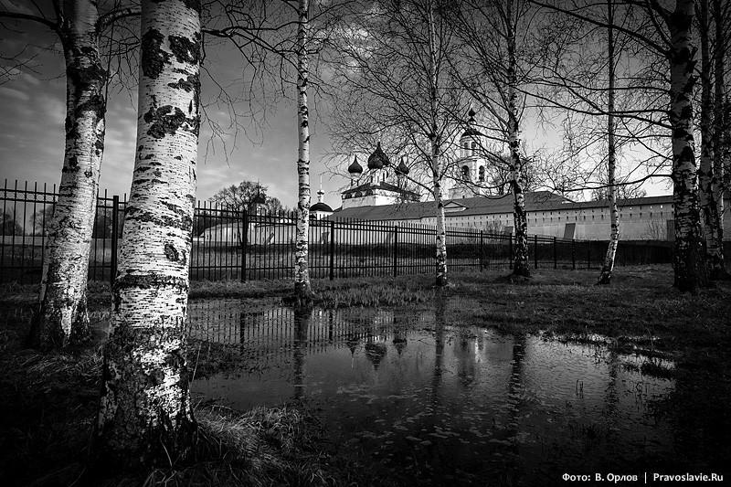 Μοναστική λίμνη.  Φωτογραφία: Vladimir Orlov / Pravoslavie.Ru