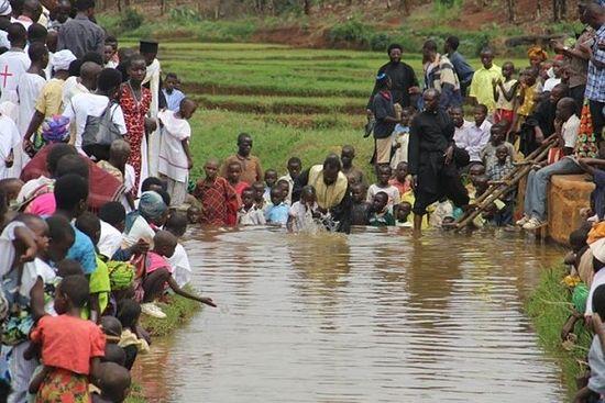 Крещение в водах реки Тихой