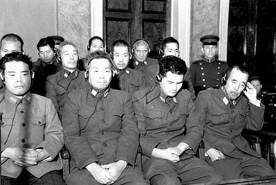 На скамье подсудимых Митомо, Кавасимо, Хиразакума, Ямада. Хабаровск. 12 янв. 1950 г.