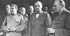 И.В.Сталин, Г.Трумэн и У.Черчилль в перерыве между заседаниями. Потсдам. Июль 1945