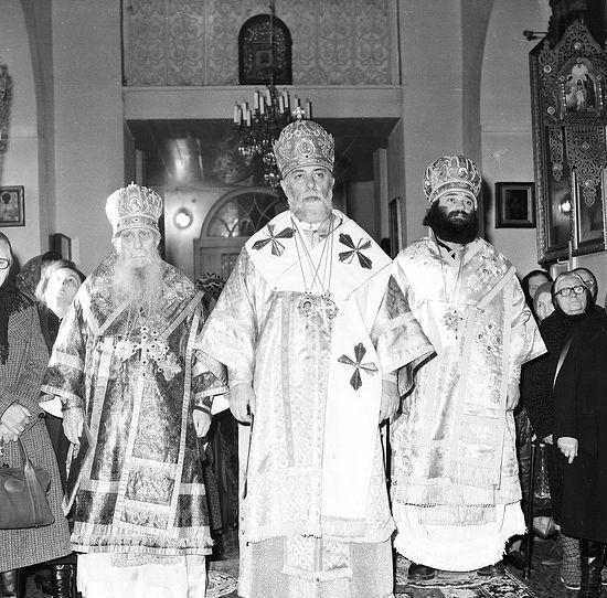 Католикос-Патриарх всея Грузии Илия II в сослужении митрополита Зиновия