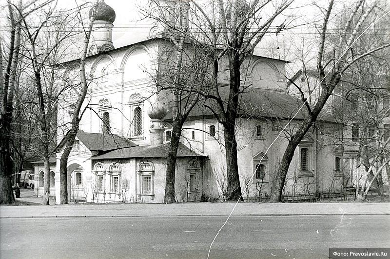 Сретенский монастырь незадолго до возвращения Церкви
