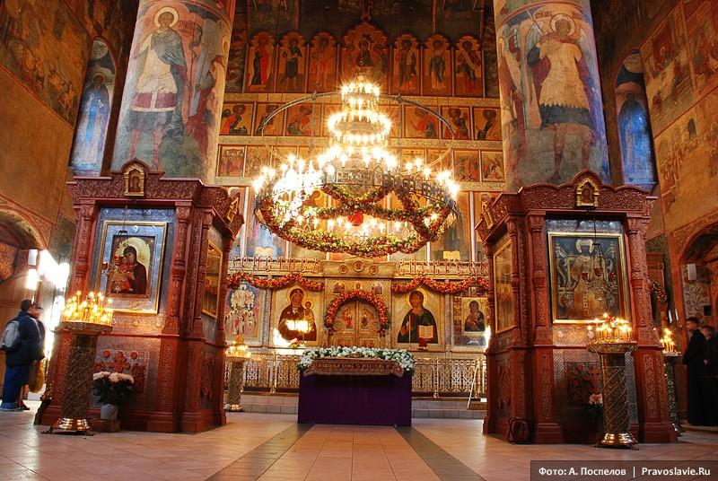 Пасхальное убранство. Фото: А. Поспелов / Православие.Ru