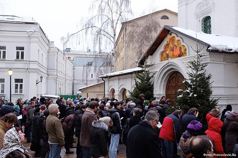Острая нехватка мест в храме. Фото: Православие.Ru