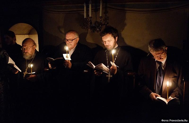 На чтении Великого покаянного канона. Фото: Православие.Ru