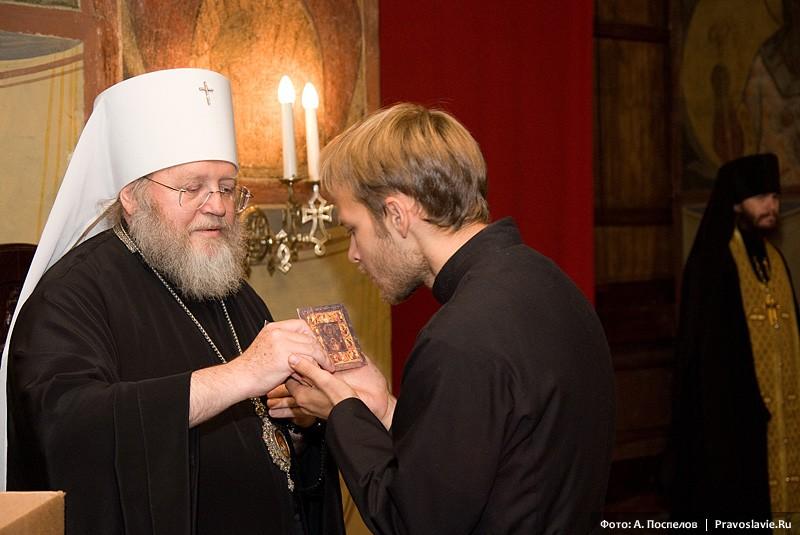 Благословение митрополита Илариона. Фото: Православие.Ru