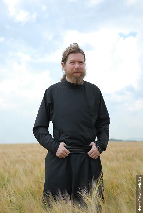 Председатель колхоза «Воскресение» архимандрит Тихон. Фото: Православие.Ru