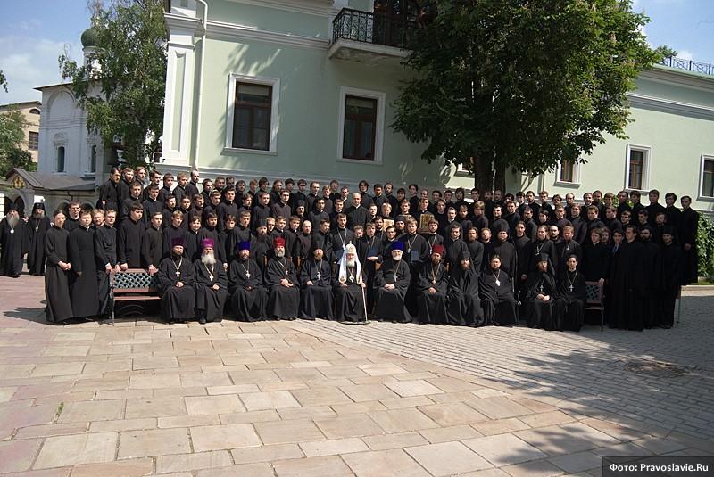Святейший патриарх Кирилл с семинаристами СДС. Фото: Православие.Ru