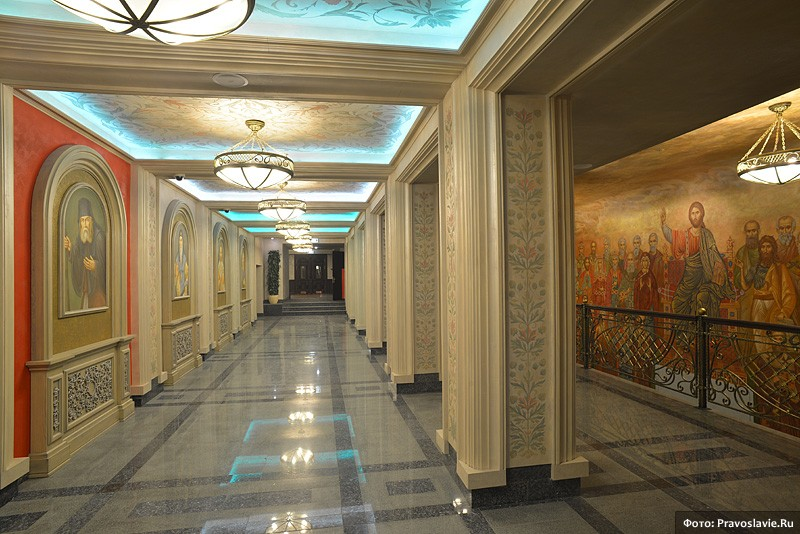 Коридор первого этажа. Фото: Православие.Ru