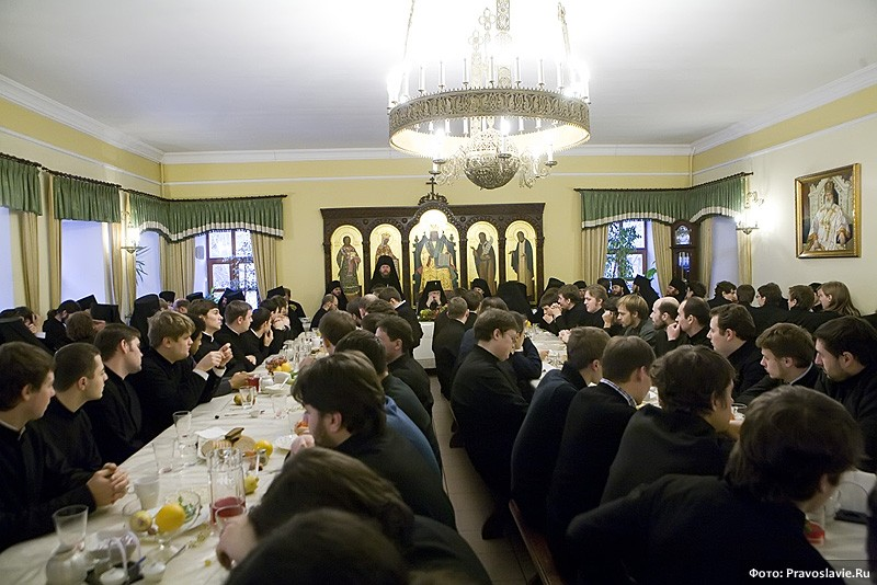В семинарской трапезной. Фото: Православие.Ru
