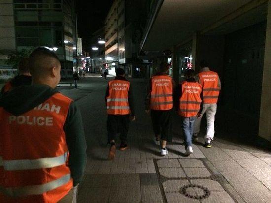 """Шариатская """"полиция"""" на улицах Вупперталя"""