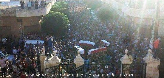Похороны убитых в Мухраде. Фото: syriantelegraph.com