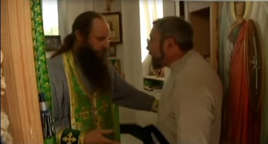 "The day before. A ""priest"" from the ""Kiev Patriarchate"" tries to get into the altar. Capture from a video by ""Надзвичайні новини. ICTV""."