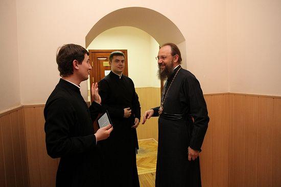 Митрополит Антоний (Паканич) с семинаристами. Фото: orthodoxy.org.ua