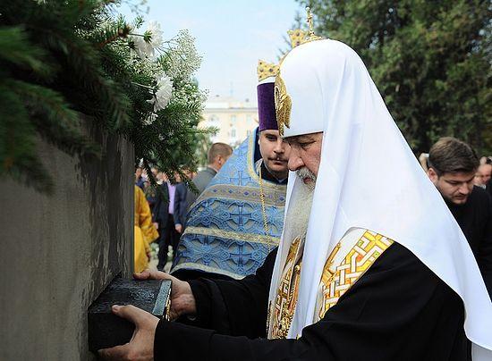 15 сентября 20111 года Святейший Патриарх совершил освящение закладного камня строящегося храма
