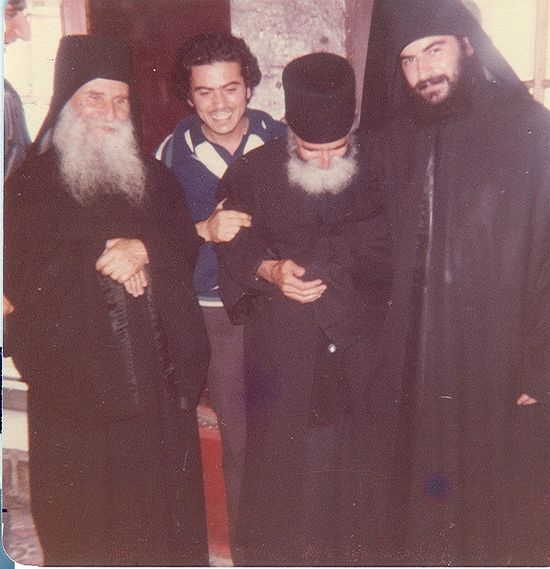 Митрополит Афанасий (справа) с старцами Иосифом Ватопедским и Паисием Святогорцем