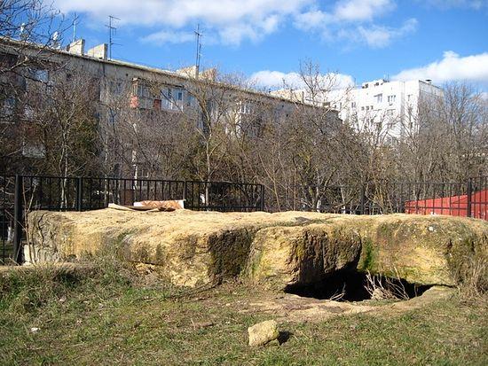 Дольмен в Симферополе