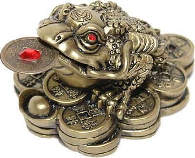Лягушка с монетой