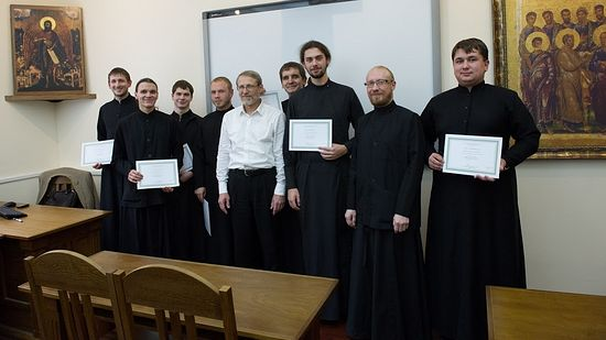 Вручение семинаристам сертификатов курса проф. Василюка Ф.Е.