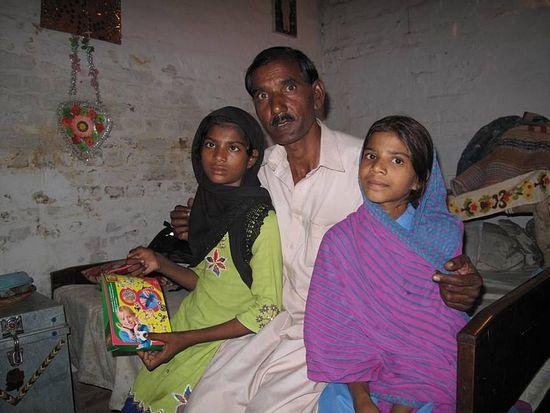 Муж и две дочери. 2010 г.