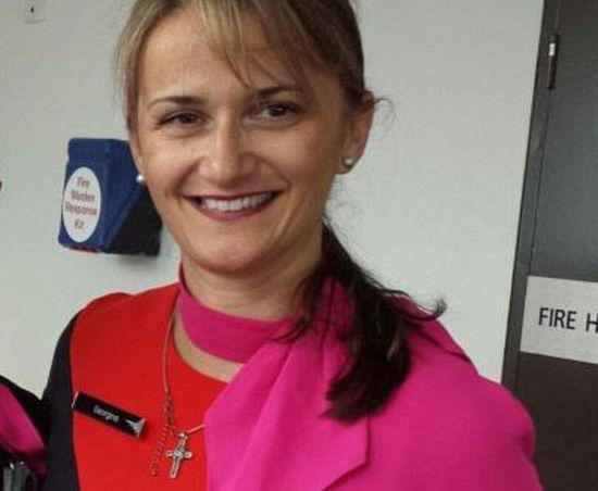 Г-жа Сарикоди в униформе компании