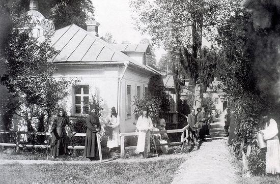 Внутренний вид Предтеченского скита (Гольдберг, 1887 г.)