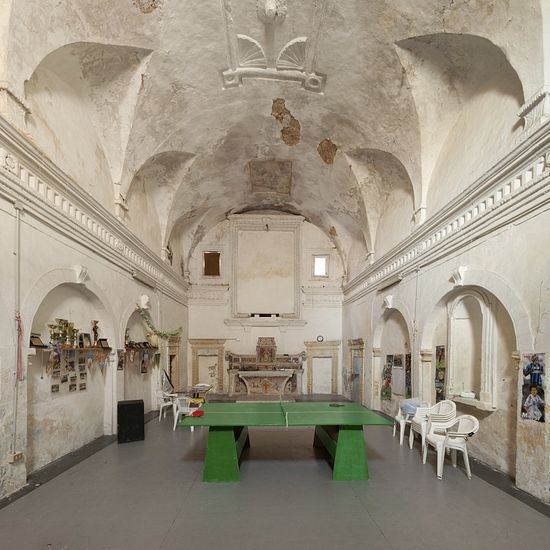 What about playing ping-pong? Today no one is expected to sit still in the former Santa Lucia Church in Montescaglioso.