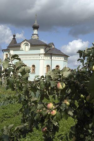 Храм Спорительницы Хлебов на подсобном хозяйстве в Оптиной