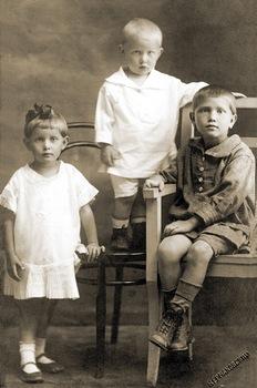 Тася, Лёля и Сережа Трубачевы. 1926 год