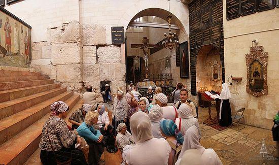 Паломники на Александрийском подворьи